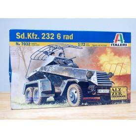 ITALERI 7032, véhicule blindé léger de reconnaissance  sur roues  Sd.Kfz.232 6 rad Neuf  BO 1/ 72