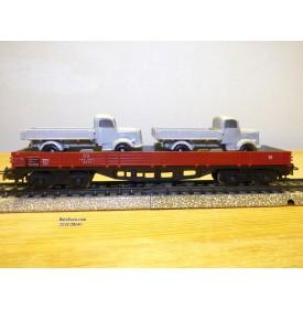Märklin 4515 . 3,  wagon plat à bogies chargé de 2 camions Mercedes 3500 gris DB  BO