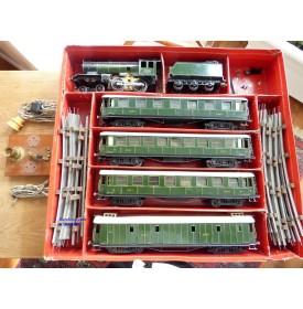 FABRE & MARESCOT ,,??, coffret ETAT : 1 loco 220, 4 voitures, rails et alimentation BO
