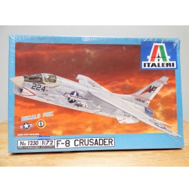 "ITALERI 1230, chasseur embarqué Chance-Vought F-8 ""Crusader"" US Navy / AERONAVALE  BO  Neuf   1/72"