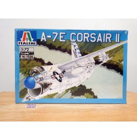 "ITALERI 1224, chasseur embarqué Chance-Vought A-7E  ""Corsair II"" US Navy   BO  Neuf   1/72"