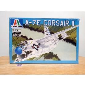 "ITALERI 1224, chasseur embarqué Chance-Vought A-7E  ""Corsair II"" US Navy   BO  Neuf   1/72"