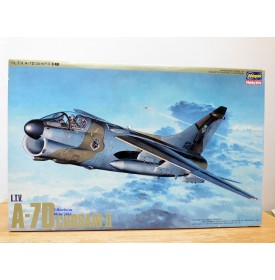 HASEGAWA P13-2900, avion d' attaque L.T.V.  ( Ling Temco Vought ) A-7D  Corsair II     Neuf   BO  1/48