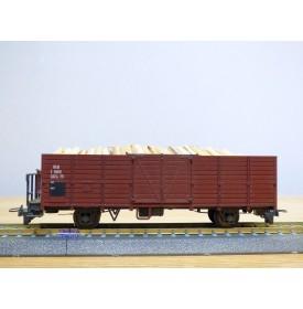 BEMO 2251 109, wagon tombereau  type E  N° 6609  RhB   chargement de bois et feu de fin de convoi.