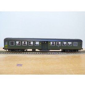 ROCO 4222A, / 44270,    voiture banlieue type B10 t dite Bruhat  2 Cl. SNCF BO