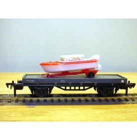 ELECTROTREN  1017, wagon plat chargé d' un canot hors bord sur remorque    RENFE  BO