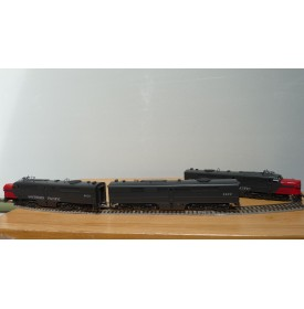 KEY Imports Custom Ser 83, locos diesel ALCO type PA3 et PB3 SP Bloody nose BO